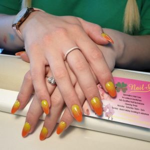 lovely-nails-bar-kingston-round-tip-nail-extensions-with-sparkling-ombre-nail-design-11